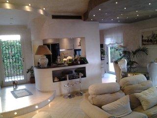 Meravigliosa Villa al Circeo in zona centrale a 500 mt dal mare per 7 persone
