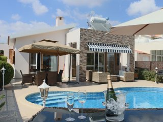 Tequila Sunrise, Sea Front Bungalow with private pool and unobstructed seaviews
