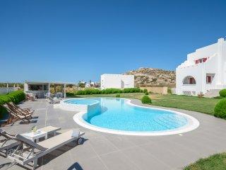 Depi's Edem Yellow Villa with pool