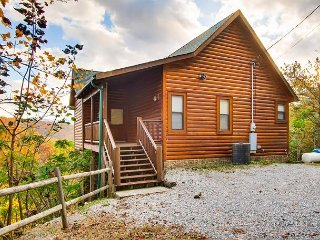 Rocky Top Joy, this cabin is decorated with quaint, luxury furnishings