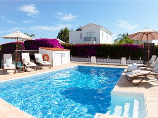 Villa Crystal 3 bed Villa with private pool, walking distance to sandy beach