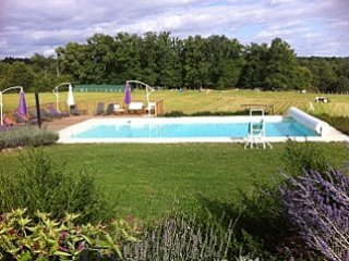 La Roussie Gites, private,heated pool and WiFi