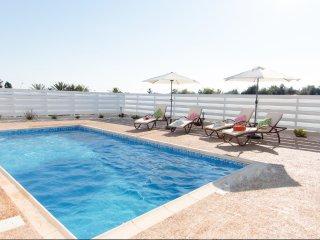 Casa Bonita 2 bedroom luxury bungalow, walking distance to beach
