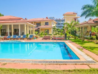 Luxurious 3-bedroom villa with a pool, 900 m from Ozran beach