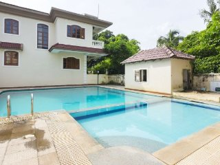 Comfy 3-BR villa with an expansive swimming pool