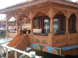 Wonderful 3 Bedroom Houseboat for group stay