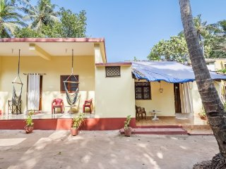 Restful room for four, 1.1 km from Anjuna Beach
