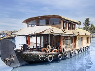 Well-furnished houseboat for those seeking homely comforts