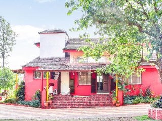 Idyllic 4-BHK with a lush green garden, for a family vacation