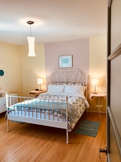 Our 2 bedroom Guest House : Sandy Hill room! Soothing sleeps!