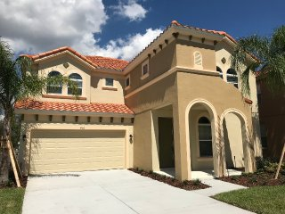 Luxury 6BR 5.5bath Watersong home w/ private pool, spa and gameroom from $155/nt