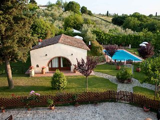 Farmhouse with private garden and pool in Tuscany
