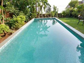 Ocean view Luxury Candolim Pool Villa - 4 Bed