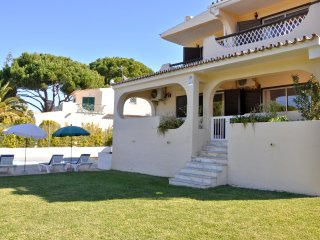 Old Village area, walking distance to centre, overlooking the Pinhal Golf Course