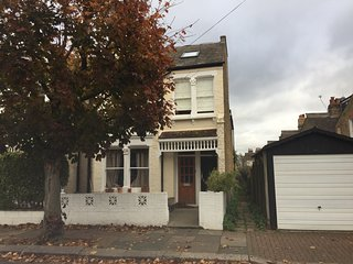 Beautiful and specious Victorian 2 bed apartment with a garden