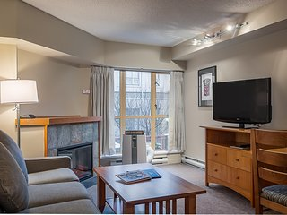 Deluxe Studio with Cozy Fireplace and Den | On-Site Gym + Hot Tub