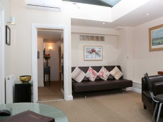 Patio Apartment superb for a Family in London - Sleeps. Patio  plus Air Con