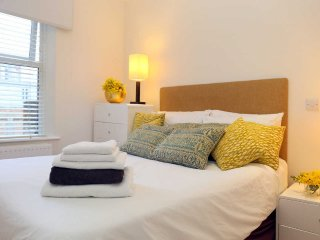 Our Lovely Lillie View Apartments - Close to tube Family or business  travellers
