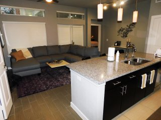 Entire Apartment: Walk to American Airlines Center and Uptown