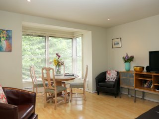 Chelsea King's Road - Beautiful Park View location Bright Spacious with Parking