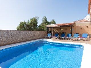 Stunning Spacious 3 Bedroom Villa. Private Heated Pool. Sea Views. |ISLA