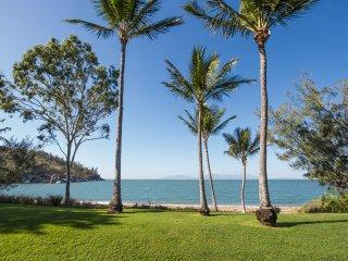 Picnic Beach'scape - Picnic Bay, QLD