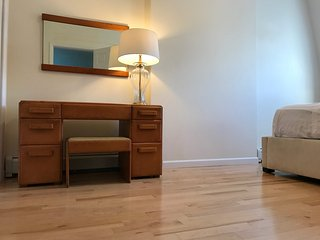 Hip and Cozy Duplex for group of travelers and families.15 min by PATH to WTC.
