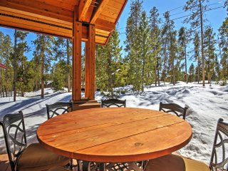 'Sapphire Lodge' Private Luxe Breck Home w/HotTub!