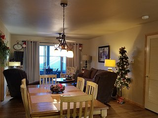 Decorated for the Holidays*Close to Top of the Rock & Big Cedar*Walk-In*3 Kings