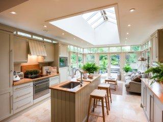SKN12 Cottage in Milford Haven