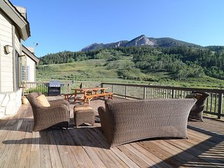 Huge Home  - 7 Bedrooms - Sleeps 17+ - Awesome Views