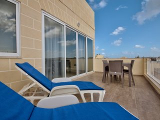 Best Spot Gzira 2-bedroom Penthouse with views