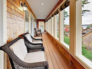 Charming Davis Island 3BR w/ Water Views & Screened Porch—Walk to Wiscasset