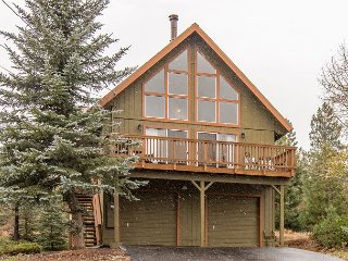 Tahoe Donner 3BR w/ Balcony, BBQ, Fireplace & Resort Amenities - Near Skiing