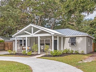 Old Mount Pleasant 3BR w/ Handcrafted Furnishings—Walk to Shem Creek