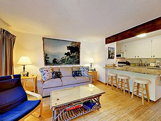 2BR Condo at the Center of Everything - 2 Minutes to Heavenly