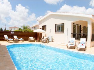 Mikaella 2 bedroom bungalow, private pool walking distance to amenities & Beach