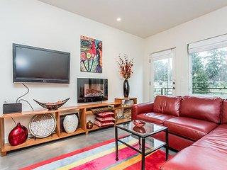 Modern 2BR on Capitol Hill - Near Parks & Dining, Easy Access to Downtown