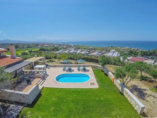 Villa Takis - Sea View, Private Pool, 3 Bedrooms, Satellite TV, Internet (WiFi)