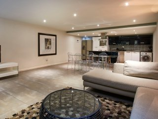2 Bedroom Ensuite Standard Apartment with two king beds in Sandton CBD