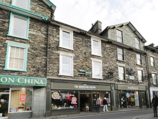 TODD CRAG VIEW, centre of Ambleside, super king size, WIFI, Ref 23253