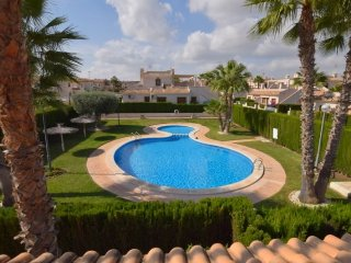 luxury 3 bedroom villa (Pau 8) close to villamartin plaza and golf course