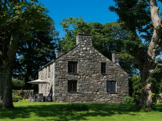 Charming 5 Bedroom 17th Century Farmhouse with Sea Views on Private Rural Estate