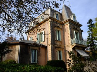 Domaine St Giraud, Chateau with private pool suitable for more than one family