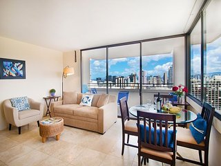 Ocean Views | 31 th Floor Penthouse in Waikiki | WiFi & Parking Included