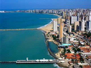 excelente apartamento 2 quartos com internet,TV acabo vista mar em fortaleza-CE