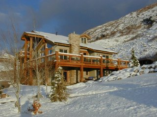 Gorgeous House-2 Kitchens-12 Person Spa, Views, Small weddings, Honeymoon  Suite