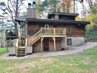 Upper unit of Chalet, minutes to Killington, Okemo or Woodstock