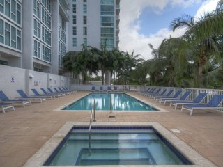 6/4 Oaks Lux. Multi-Condos at Riverside Sleeps 18+