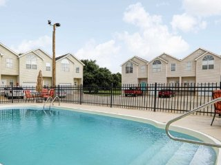 Sleeps 12 With Pool Amenities